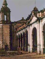 Hacienda avec sa chapelle