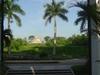 Vue de l'entrée d'une hacienda (notre hotel) sur l'observatoire de Chichen Itza au petit matin