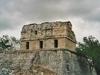 Une ruine de Chichen Itza avant la tempête