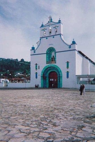 Très belle église avec l\'habituel zocalo