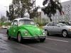 Taxi coccinelle devant une gare de bus à Mexico