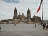 Place du zocalo, la place centrale situ  ct de la catdrale de Mexico, et du palais prsidentiel