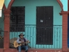 Mexicain devant sa maison