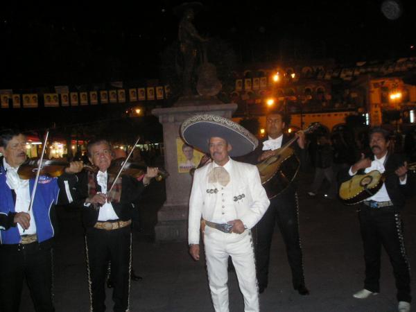 Les Mariachis sur la place Garibaldi à Mexico