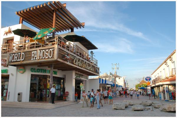 5ème avenue à Playa del Carmen (décembre 2005)