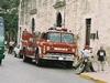 Une rue avec des pompiers près d'une église (on ne connait pas l'endroit) Une rue avec des pompiers près d'une église (on ne connait pas l'endroit)