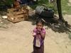 Petite fille dans un village maya