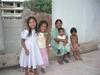 Une grand-mère et ses petits enfants à Playa del Carmen