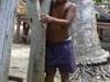 Un petit garçon sur une plage près de Zihuatanejo