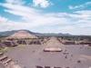 Teotihuacan: vue sur la chaussée des morts..