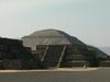 Pyramide du soleil et ballon