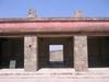 Un des temples situés autour des pyramides