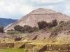 La classique pyramide du soleil à Teotihuacan