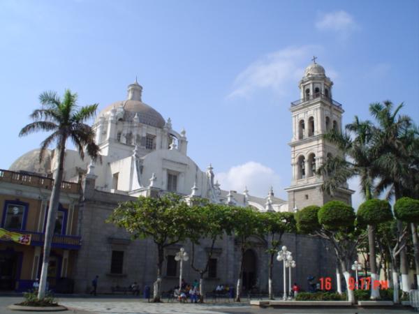 Plaza de los Portales, le zocalo de la ville.