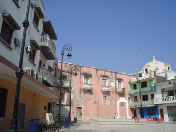 Petite plaza a 300m des Portales.