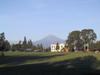 A partir de Puebla, on peut distinguer les jours non nuageux, le volcan Popocatépetl.